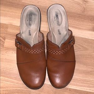 Clarks soft cushion brown leather mules size 11